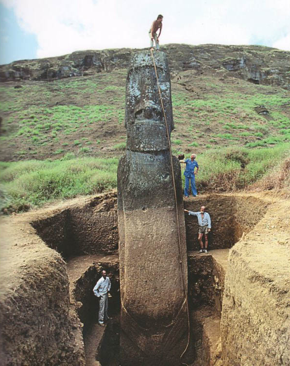 完整的复活节岛石像出土 图片:courtesy the Easter Island Statue Project.