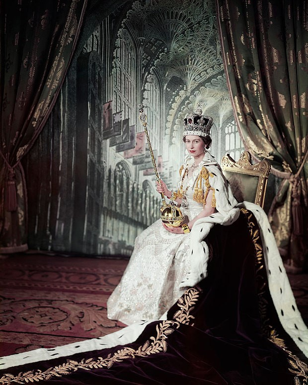 塞西尔·比顿,《加冕日》( Coronation Day ,1953) 图片: Royal Collection Trust/© Her Majesty Queen Elizabeth II, 2015.