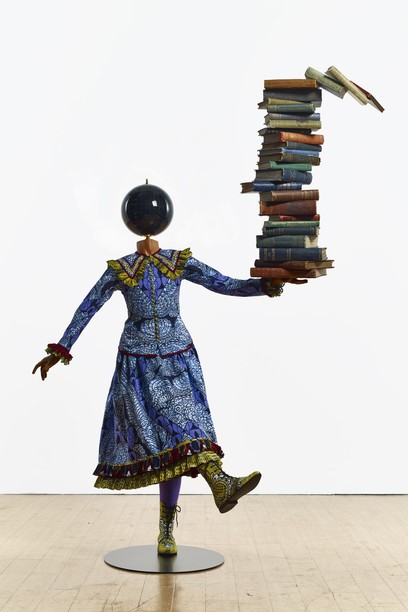 因卡·修尼巴尔,《平衡知识的女孩》(Girl Balancing Knowledge ),2015 图片:Courtesy of Pearl Lam Galleries.