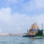 库勒·阿德耶米和NLÉ设计的漂浮学校。 图片:Photo Iwan Baan, courtesy Venice Architecture Biennale.