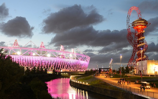 伦敦奥林匹克公园和ArcelorMittal Orbit     图片Gerard McGovern via Wikimedia Commons.