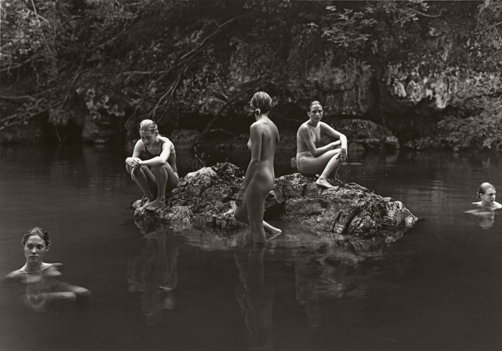 Jock Sturges,《Coralie, Nikki, Mylene, Estelle, Alice, Montalivet, France, 1998 and three others,》