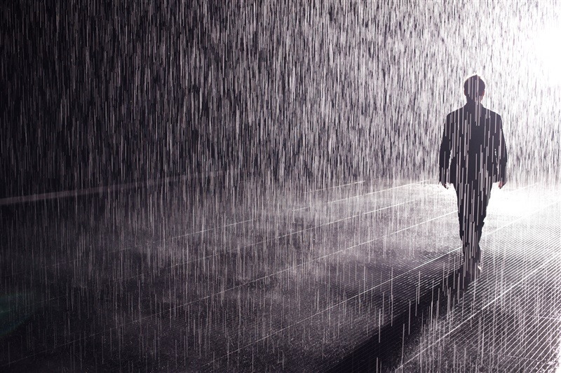 兰登国际(Random International)的作品《雨屋》(Rain Room)在余德耀美术馆。 图片:Courtesy of Yuz Museum