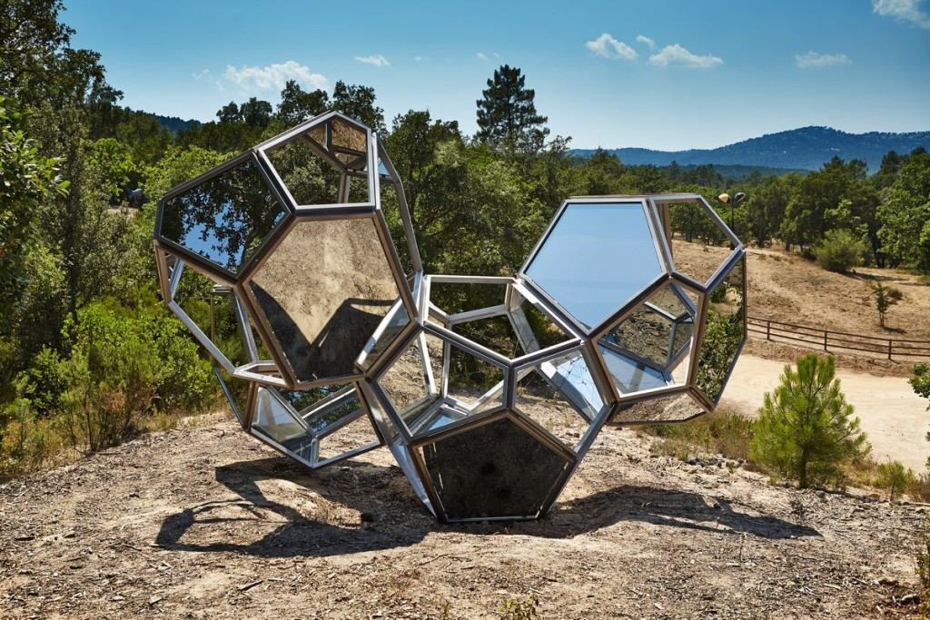 Tomás Saraceno,《Cloud Cities /Air-Port-City 4 Modules Meta》。图片:Courtesy of Domaine du Muy
