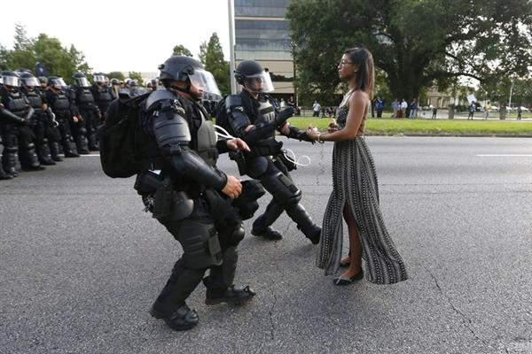 当代热点类单幅一等奖作品《Taking a Stand in Baton Rouge》,Jonathan Bachman。图片:Jonathan Bachman/World Press Photo