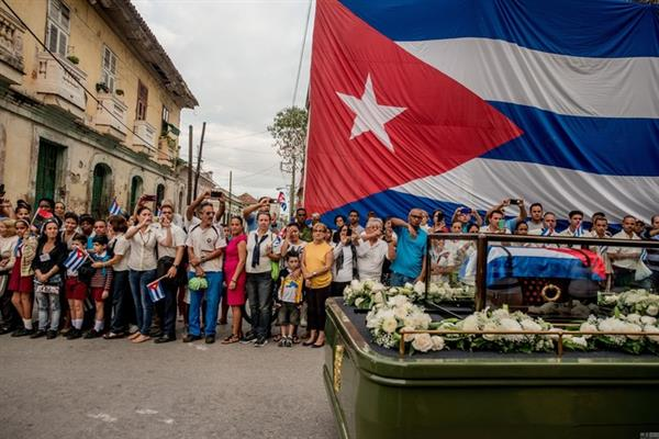 日常生活类组照一等奖作品《Cuba on the Edge of Change》。图片:Tomas Munita/World Press Photo