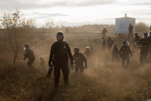 当代热点类组照一等奖作品《Standing Rock》。图片:Amber Bracken/World Press Photo