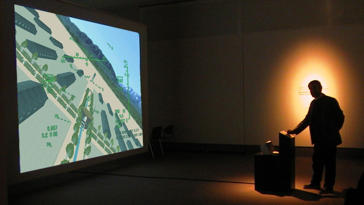 Tamiko Thiel与Zara Houshmand作品《Beyond Manzanar》(2000)展览现场。图片:Image courtesy Moving Image