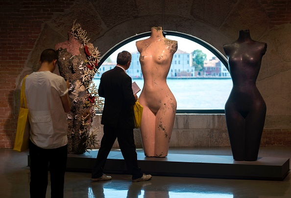 观众们观看《Grecian Nude》。图片:MiguelMedina/AFP/Getty Images
