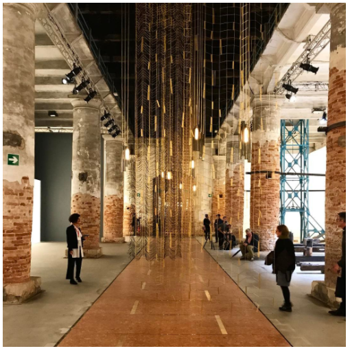 图片:Installation view of Leonor Antunes's …then we raised the terrain so thatI could see out. (2017) in the Arsenale at the Venice Biennale. Photo: ©Photo: Haupt & Binder