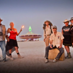 Black Rock City LLC创始人Will Roger Peterson、Crimson Rose、Michael Mikel、Larry Harvey、Harley K. Dubois和Marian Goodell(2013)。图片: Photograph by Karen Kuehn,Image courtesy of Burning Man Project