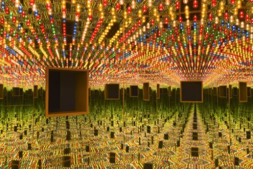 草间弥生,《无限镜屋——永恒的爱》(Infinity Mirrored Room-Love Forever),1966/94。图片:Courtesy of Ota Fine Arts, Tokyo/Singapore;Victoria Miro,London;David Zwirner,New York;© Yayoi Kusama;by Cathy Carver