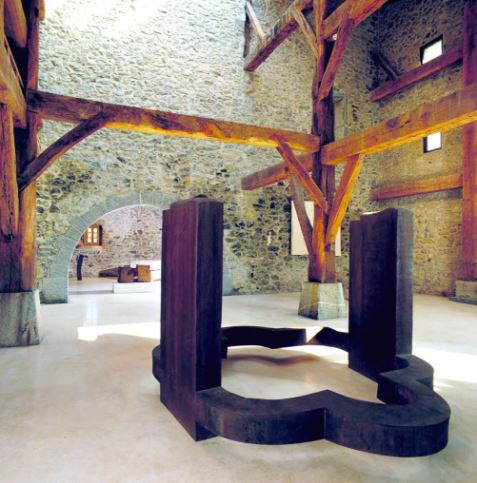奇利达在Chillida-Leku博物馆的作品。图片:© Zabalaga-Leku. ARS, New York / VEGAP, Madrid, 2017;Courtesy The Estate of Eduardo Chillida and Hauser & Wirth;Photo: Isigo Santiago