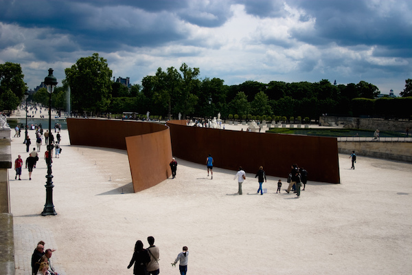 Richard Serra,Clara Clara,1983。图片:Place de la Concorde, Paris;via Flickr Creative Commons