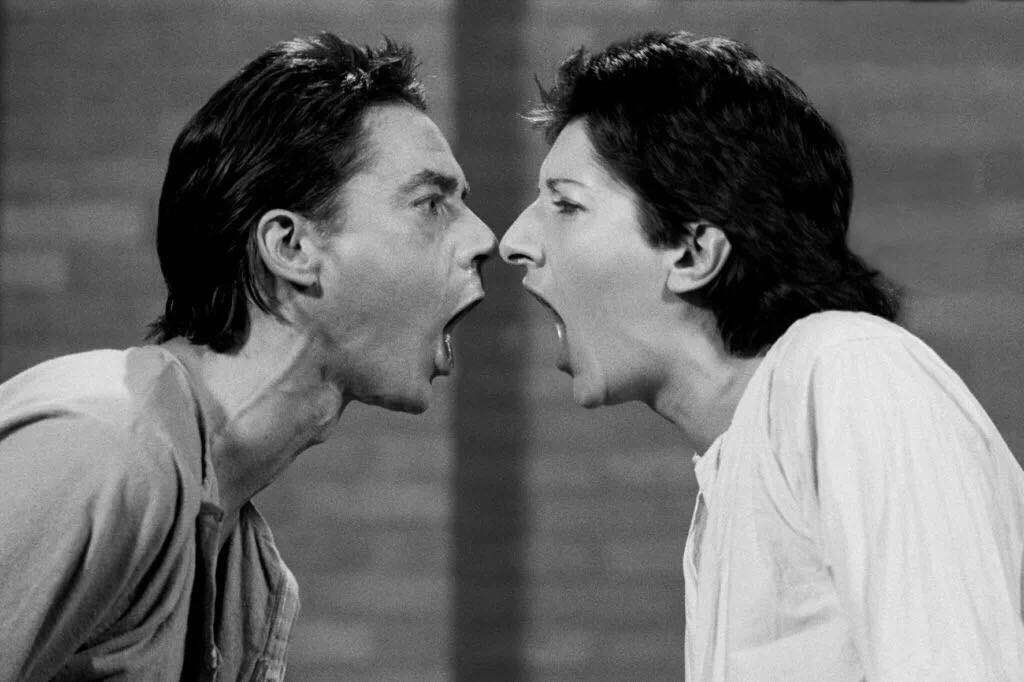 乌莱(Ulay )/玛丽娜·阿布拉莫维奇(Marina Abramović),《AAA-AAA》(1978)。图片:© Ulay/Marina Abramović。Courtesy of the Marina Abramović Archives VG Bild-Kunst,Bonn 2018