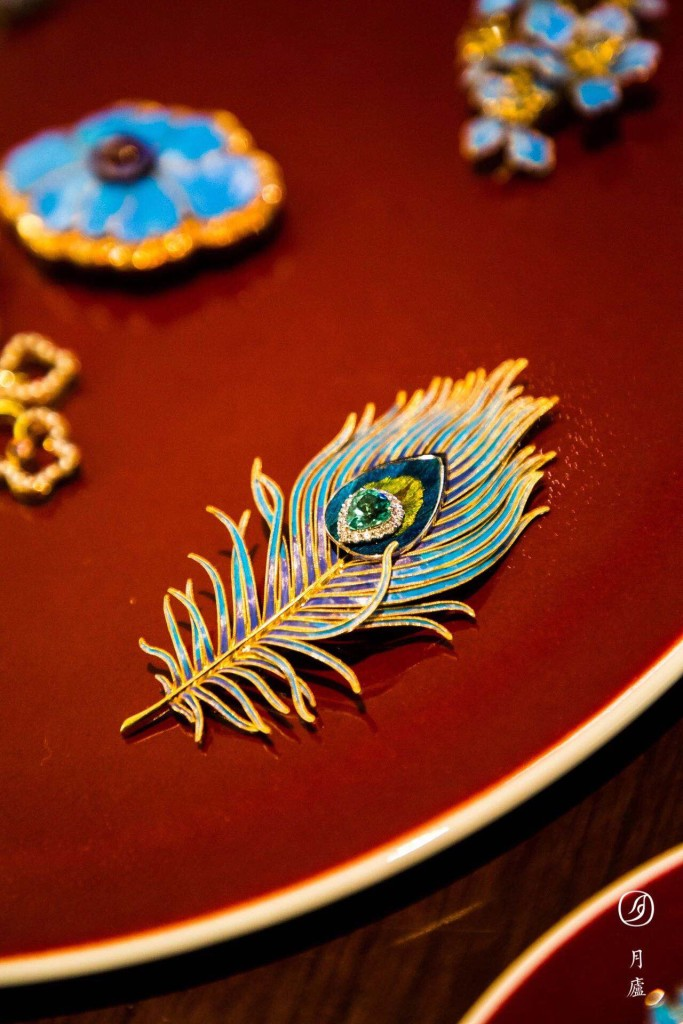 Shenglin Wang,《羽毛胸针》(Feather Brooch)。图片:Courtesy of HUMANMAKES