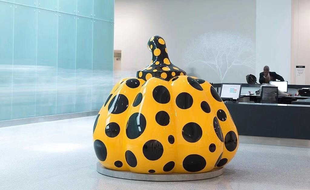 草间弥生(Yayoi Kusama),《南瓜》(Pumpkin, 2014)。图片:David Zwirner; Ota Fine Art; Victoria Miro, Photo: Steve Travarca