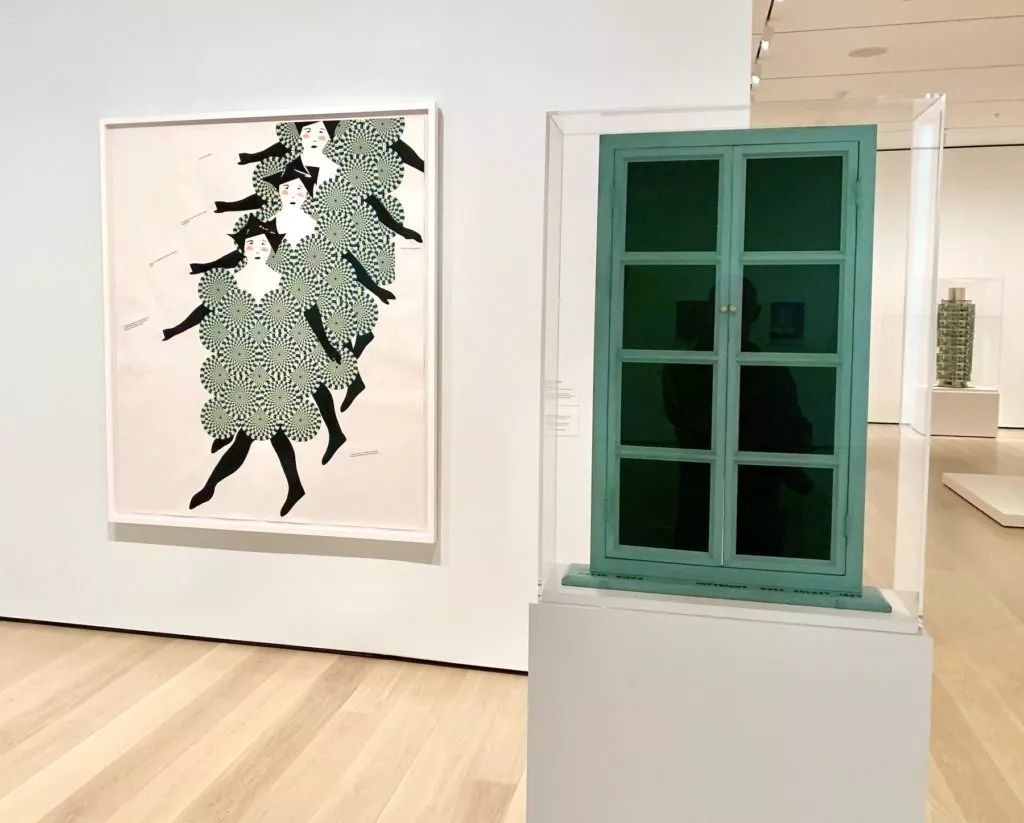 弗朗西斯·斯塔克(Frances Stark),《Chorus Line》(2008);Rrose Sélavy(异装后的杜尚(Marcel Duchamp)),《Fresh Window》(1920)。图片:Ben Davis